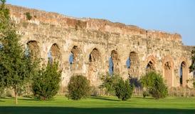 Руины старых римских мост-водоводов, Рима Стоковая Фотография RF
