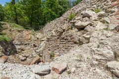 Руины старых термальных ванн Diocletianopolis, городка Hisarya, Болгарии Стоковое фото RF