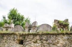 Руины стены замка, Словакии Стоковые Изображения