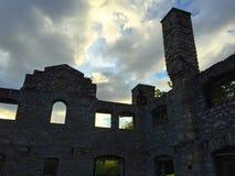 Руины стены захода солнца Стоковые Фотографии RF