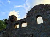 Руины стены захода солнца Стоковая Фотография