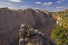 Руины стены древнего города в Caesarea Израиль Стоковое Изображение