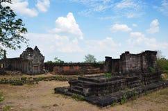 Руины строя в археологических раскопках на Vat Phou или Wat Phu Стоковые Фотографии RF