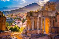 Руины театра Taormina на заходе солнца Стоковая Фотография
