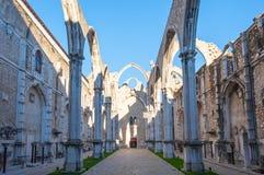 Руины церков монастыря Лиссабона без крыши carmo Стоковые Фотографии RF