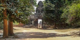 Руины Angkor Wat в джунглях Стоковые Изображения RF
