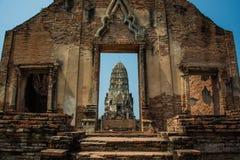 Руины AYUTTHAYA, ТАИЛАНДА и антиквариаты на парке Ayutthaya историческом стоковая фотография rf
