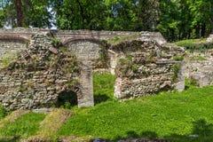 Руины builings в старом римском городе Diokletianopolis, городка Hisarya, Болгарии Стоковое Фото