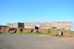 Руины Dunbar рокируют в восточной централи Шотландии Лотиана стоковое изображение rf