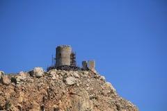 руины Genoese крепости стоковые изображения