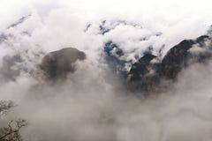 Руины Inca Machu Picchu в облаке Стоковые Изображения RF