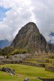 Руины Inca Machu Picchu в облаке Стоковая Фотография