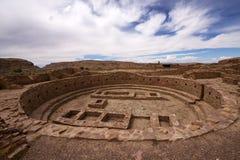Руины Kiva на пеламиде Пуэбло Стоковое Изображение