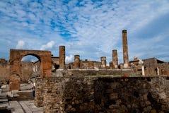 Руины pompei под голубым небом Стоковая Фотография RF