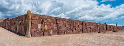 Руины Tiwanaku в Боливии, Пре-колумбийских археологических раскопках Стоковое фото RF