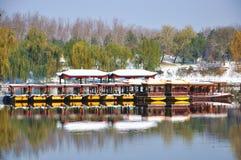 Руины Yuanmingyuan в снеге Стоковая Фотография