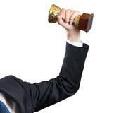 Рука бизнесмена держа чашку, успех концепции Изолировано на белизне Стоковое Изображение