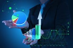 Рука бизнесмена держит рост адвокатского сословия диаграммы Стоковые Фотографии RF