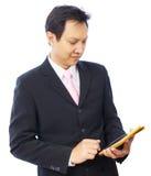 Рука бизнесмена используя ПК таблетки Стоковое Фото