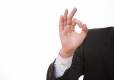 Рука бизнесмена показывая ОДОБРЕННЫЙ знак, белую предпосылку Стоковое фото RF