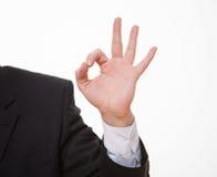 Рука бизнесмена показывая ОДОБРЕННЫЙ знак Стоковые Фотографии RF