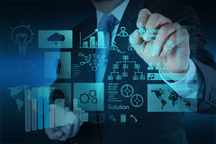 Рука бизнесмена работая с новым современным компьютером и делом s Стоковая Фотография RF
