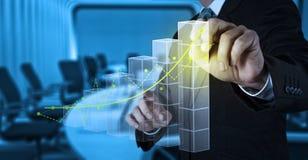 Рука бизнесмена работая с новым современным компьютером Стоковое Фото