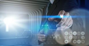 Рука бизнесмена работая с новым современным компьютером Стоковое Изображение RF