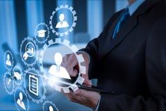 Рука бизнесмена работая с цифровой таблеткой на конференц-зале Стоковое Изображение