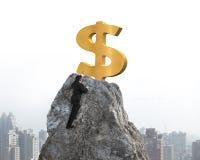Рука бизнесмена хотеть для знака доллара на пике с городским пейзажем Стоковые Изображения