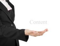 Рука бизнес-леди держа что-то пустая изолированный на белом ба стоковая фотография rf