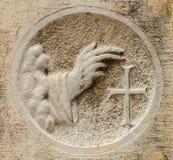 Рука благословением с крестом стоковое фото rf