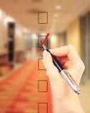 Рука выбирая один из вариантов Стоковая Фотография RF