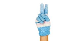 Рука в голубом номер два жеста перчатки зимы против белого backg стоковое фото