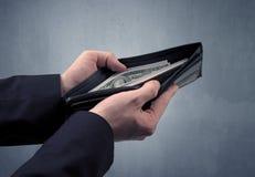 Рука в костюме принимает вне доллар от бумажника Стоковые Изображения RF