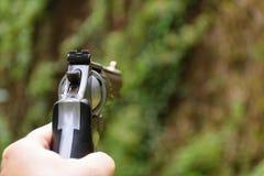 Рука в оружие, селективном фокусе стоковые фотографии rf