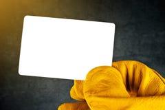 Рука в перчатках кожаной конструкции работая держа пустое Busine Стоковые Изображения RF