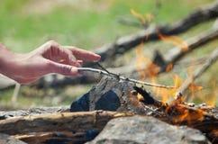 Рука в пожаре Стоковое Фото