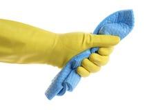 Рука в резиновой перчатке при губка изолированная на белизне Стоковая Фотография RF