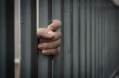 Рука в тюрьме стоковые изображения rf