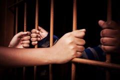 Рука в тюрьме стоковое изображение rf