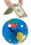 рука глобуса кладя крышу Стоковая Фотография RF