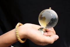 рука глобуса Стоковые Изображения
