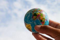 рука глобуса Стоковое Изображение