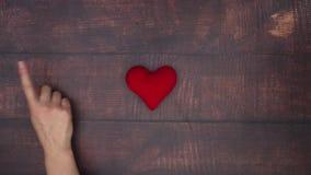 Рука гонит прочь красное сердце видеоматериал