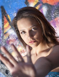 рука девушки вне предназначенная для подростков Стоковое Фото