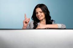 рука девушки внимания показывает знак Стоковое Фото