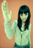 рука девушки задерживая детенышей Стоковая Фотография
