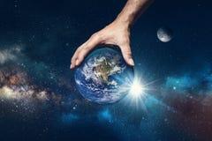 Рука держа мир стоковое фото rf