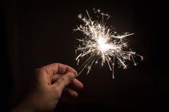 Рука держа бенгальский огонь Стоковая Фотография RF